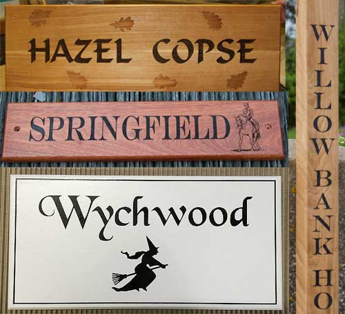 See the whole range of wooden signs.