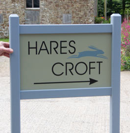 On this entrance sign the oak can be painted instead of the usual satin varnish.